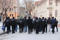 ÖZEL GÜVENLİK GÖREVLİSİ - Özel Güvenlik Görevlilerinin Maaş İsyanı
