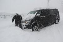 KÖY YOLLARI - Rize'de Kar Hayatı Felç Etti