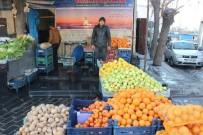ALIM GÜCÜ - Soğuk Havalar Meyve Sebze Fiyatlarını Attırdı