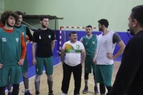 ALıŞKANLıK - Artvin Belediye Başkanı Mehmet Kocatepe Basketboldaki Hünerlerini Sergiledi
