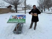 Aslanapa Belediyesi'nden Sokak Hayvanlarına Su Ve Yiyecek Desteği