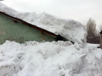 Bitlis'te Tek Katlı Evler Kara Gömüldü