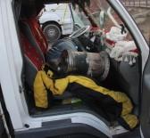 SOBA ZEHİRLENMESİ - Kamyonetin içinde yaktığı soba sonu oldu