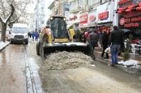 KAR KÜREME ARACI - Odunpazarı Belediyesi Ekiplerinin Karla Mücadelesi Devam Ediyor
