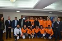 MUSTAFA TALHA GÖNÜLLÜ - Şampiyonlardan Rektör Gönüllü'ye Ziyaret
