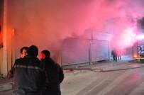 OKSIJEN - Yangında Can Pazarı Açıklaması 5 Kişi Dumandan Zehirlendi