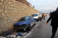 HAMZALAR - Buzlanan Yolda 10 Araç Kaza Yaptı