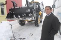 Düzkışla Belediyesi'ne İş Makinesi Hibe Edildi