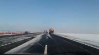 GÜZERGAH - Karayolları Kars-Sarıkamış Yolunun Buzunu Temizliyor