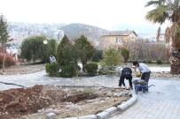 KUŞADASI BELEDİYESİ - Kuşadası'nda Parklar Yenileniyor
