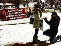 Meydanda Sürpriz Evlilik Teklifi