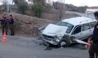 Milas'ta Trafik Kazası Açıklaması 2 Yaralı