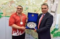 ENGELLİ SPORCU - Muratpaşa, Görme Engelli Sporcu Yanık'a Tesisleri Açtı