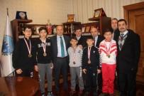 HÜSEYIN ARSLAN - Şampiyon Kick-Boksçular, Başkan Arslan'ı Ziyaret Etti