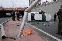 AYDINLATMA DİREĞİ - Şanlıurfa'da Trafik Kazası Açıklaması 4 Yaralı