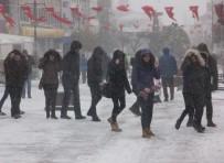SELIMIYE CAMII - Edirne'de Eğitime Ve Kamuya 'Kar' Engeli