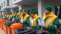 Eğitimli Çöpçüler Mezuniyetlerini Süpürge Ve Kovalarıyla Kutladı