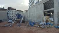 BAZ İSTASYONU - Fırtına Bursa'yı Uçuruyor...Tonlarca Ağırlığındaki İskele Yerinden Söküldü