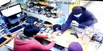 SİLAHLI SOYGUN - Önce Güvenlik Kamerasına Sonra Polise Yakalandılar