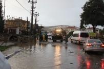 ŞİDDETLİ YAĞIŞ - Sağanak Yağış Foça'da Etkili Oldu