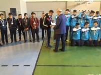 MUSTAFA ALTıNPıNAR - Sorgun'da Başarılı Öğrencilere Kupa Ve Belge Verildi