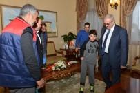 PROTEZ BACAK - Suriyeli Ali Sevincini Vali Karaloğlu İle Paylaştı