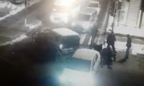 POLİS ARACI - Uyuşturucu Satıcıların Yakalanma Anı Kameralarda