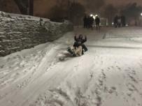 ÇAMLıCA - Beyaza Bürünen Çamlıca Tepesi'nde Vatandaşlar Karın Keyfini Çıkardı