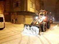 AHMET MISBAH DEMIRCAN - Beyoğlu'nda Kar Çalışmaları Aralıksız Devam Ediyor