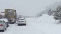 CANKURTARAN - Bolu Ankara Karayolunda Kar Nedeniyle Ulaşım 1 Saat Durdu