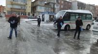 ÜÇPıNAR - Burhaniye'de Kar Sevinci Yaşandı