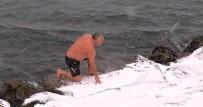 SALACAK - Buz Gibi Havada Denize Girdi