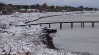 ALTıNOLUK - Edremit Sahillerine 5 Yıl Sonra Kar Yağdı