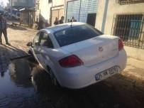 Fatsa'da Yol Çöktü, Otomobil Çukura Düştü