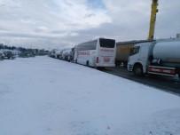 SAĞANAK YAĞIŞ - İzmir'de Ulaşıma Kar Engeli