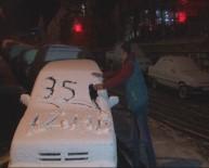 KURUDERE - İzmirli Vatandaş Kar Yağışını 'İlginç' Diye Yorumladı