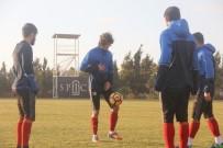 FERIDUN TANKUT - Karabükspor'un Rumen Golcüsü Alexe Takımla Çalışmalara Başladı
