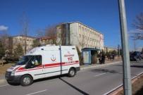 ERCIYES ÜNIVERSITESI - Kayseri'de Üniversitenin Çatısı Uçtu Açıklaması 4 Yaralı