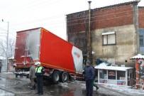 TIR ŞOFÖRÜ - Manisa'da Tır Kahvehaneye Daldı Açıklaması 1 Yaralı