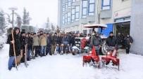 Sakarya Üniversitesi'nde Yoğun Kar Mesaisi