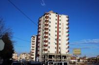 ERCIYES ÜNIVERSITESI - Şiddetli Rüzgar Heykeli Devirdi, Çatıları Uçurdu