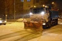 HÜRRİYET MAHALLESİ - Süleymanpaşa Belediyesi Karla Mücadeleye Devam Ediyor
