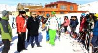 HAKKARİ VALİSİ - Vali Toprak Minik Kayakçıları Ziyaret Etti