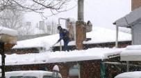Bilecik'te Çatılarda Biriken Karlar Tehlike Arz Ediyor