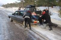 Buzlanma Sürücülere Zor Anlar Yaşatıyor