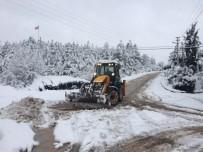 KAR LASTİĞİ - Ekipler Karla Mücadeleyi Aralıksız Sürdürüyor