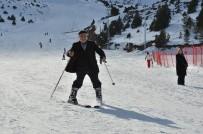 Ergan Kayak Merkezinde 76'Lık Dedenin Kayak Keyfi