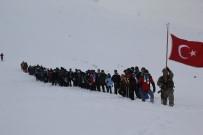 HAKKARİ VALİSİ - Hakkari'de Sarıkamış Şehitlerini Anma Yürüyüşü Düzenlendi