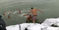 GRİP - İstanbul'da Buz Gibi Havada Denize Girdiler