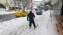 TAKSIM - İstanbul'un Göbeğinde Kayak Keyfi